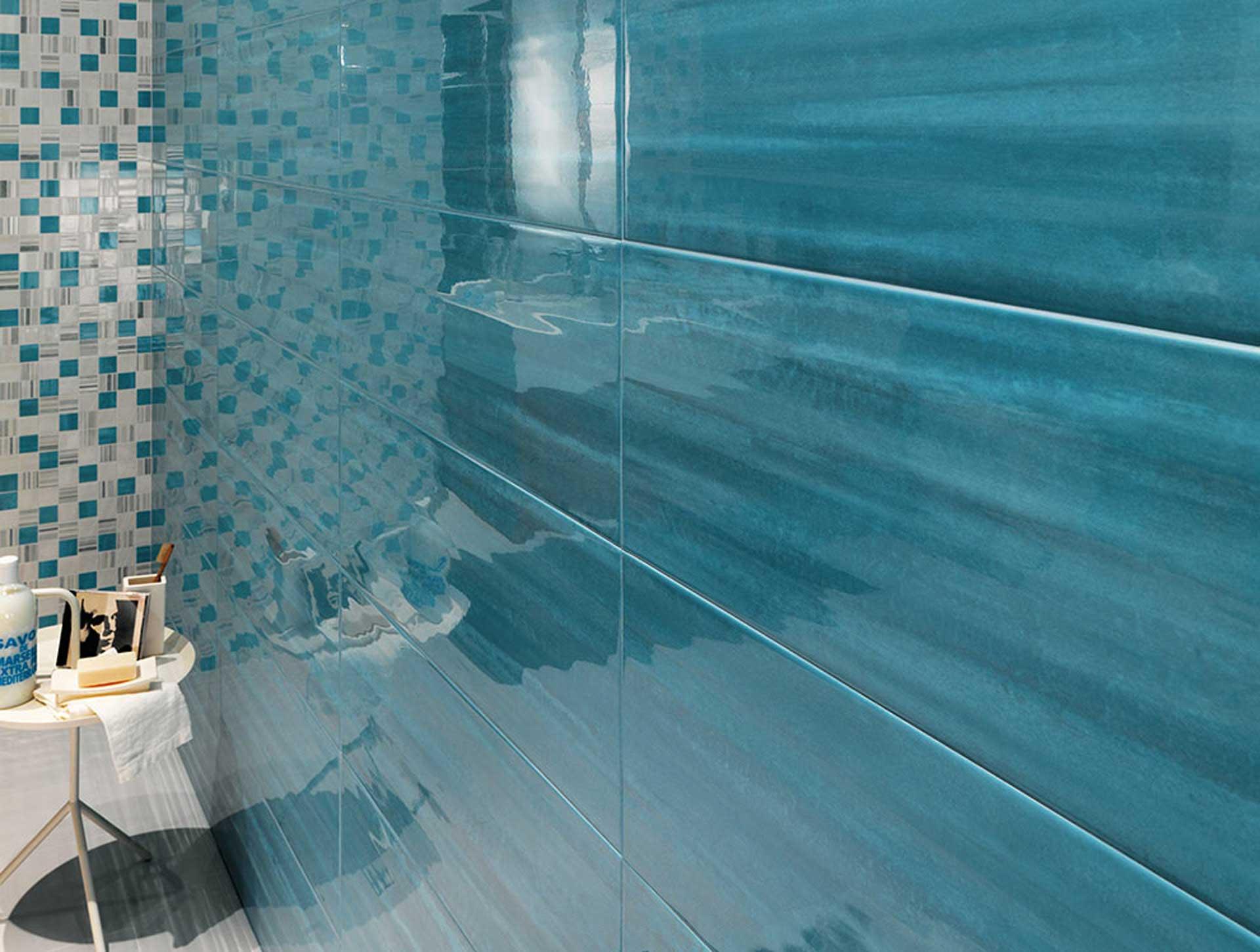 Sole un mix di decori e mosaici per il rivestimento bagno orsolini