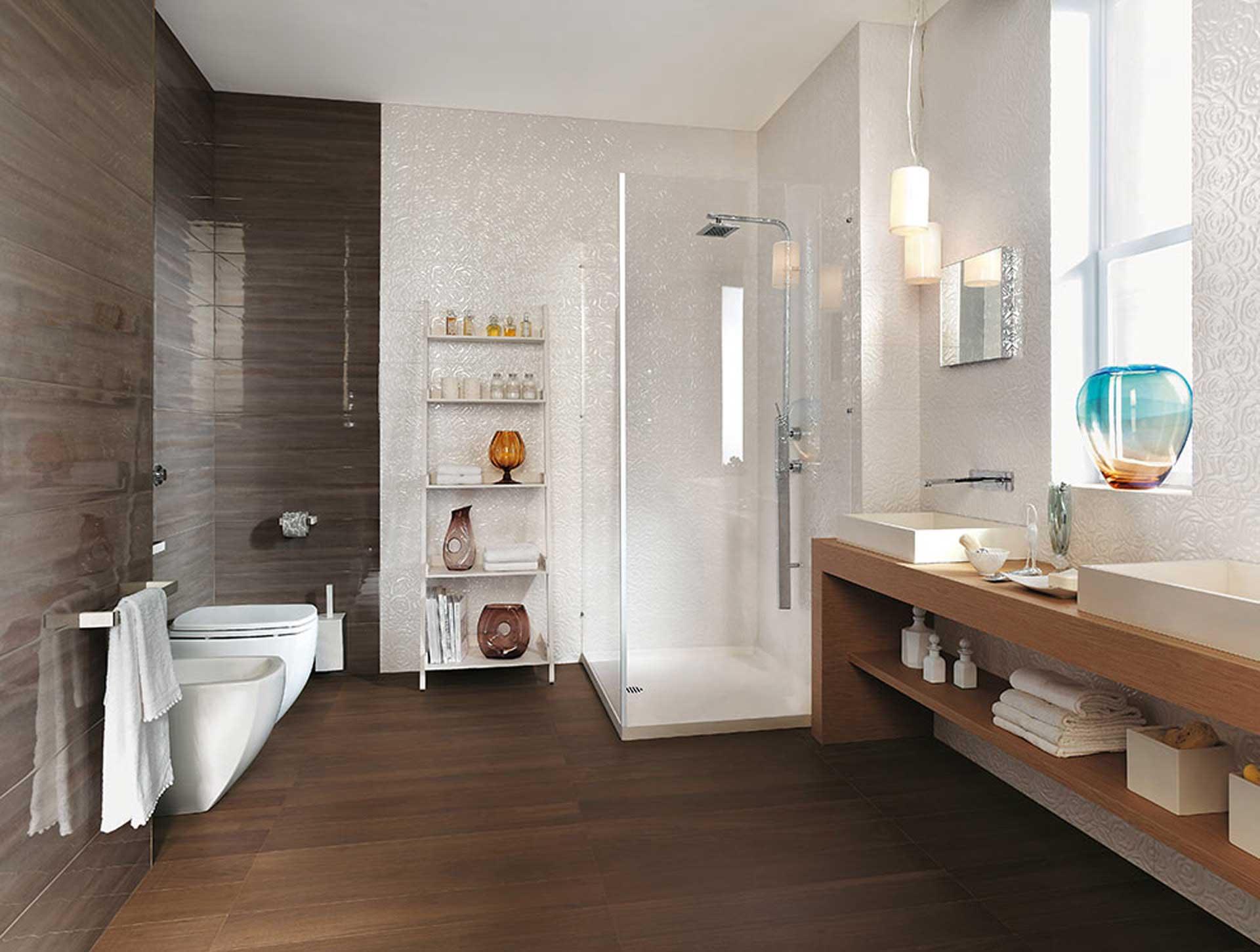 Sole un mix di decori e mosaici per il rivestimento bagno for Rivenditore di mobili di design di sole