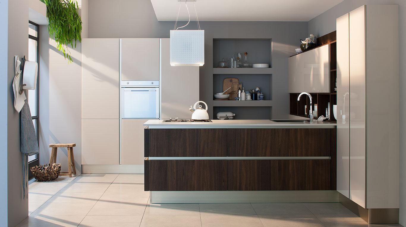 Ri flex la cucina che riflette il tuo modo di essere for Cucina riflex veneta cucine