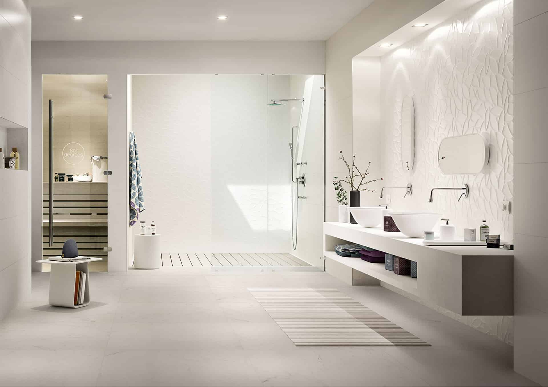Essenziale il rivestimento bagno in bianco - Rivestimento bagno effetto marmo ...
