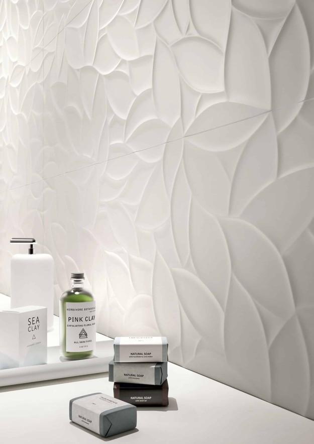 Essenziale, il rivestimento bagno in bianco – Orsolini